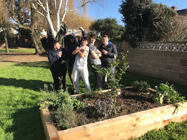 Hornchurch High School » Mayor praises pupils for cleaning up community Mayor praises pupils for cleaning up community - 웹